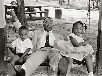 Martin luther king with his family - Martin Luther King facts for kids