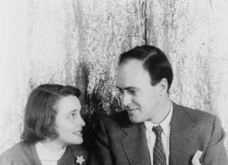 Roald Dahl with his wife Patricia Neal - Roald Dahl Facts For Kids