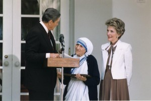 Mother Teresa with the US President Reagan - Mother Teresa Facts For Kids
