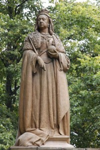 Queen Victoria statue - Victorian Facts For Kids
