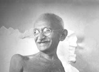 Smiling face of Gandhi - Gandhi Facts For Kids